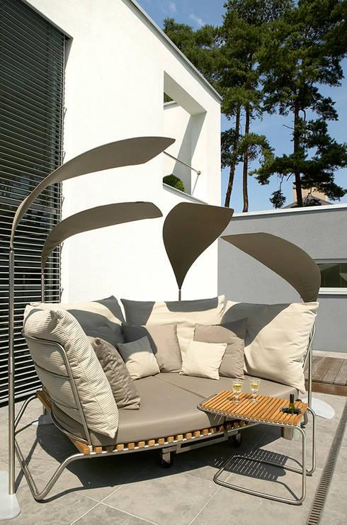 Balcones, porches y terrazas de estilo  por nicolai fuhrmann product design