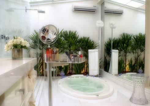 PROJ. DESIGNER JOSIANE CASTRO: Banheiros modernos por BRAESCHER FOTOGRAFIA