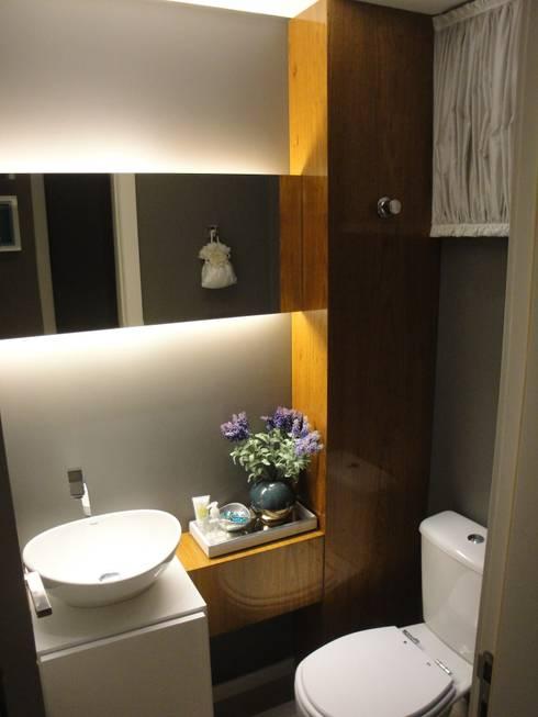 Apartamento em Balneário Camboriú – SC – Brasil: Banheiros modernos por Modulo2 Arquitetos Associados.