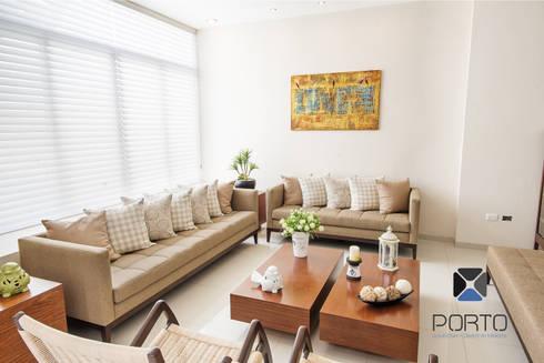 """Proyecto Residencial """"Casa CA18"""": Salas de estilo ecléctico por PORTO Arquitectura + Diseño de Interiores"""