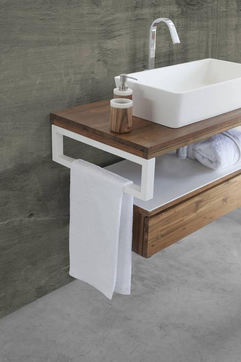 The Essenza - CIPI' DESIGN: Bagno in stile  di Ceramiche Addeo