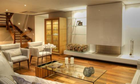 PROJ. ARQ. KARIN MORAES: Salas de estar modernas por BRAESCHER FOTOGRAFIA