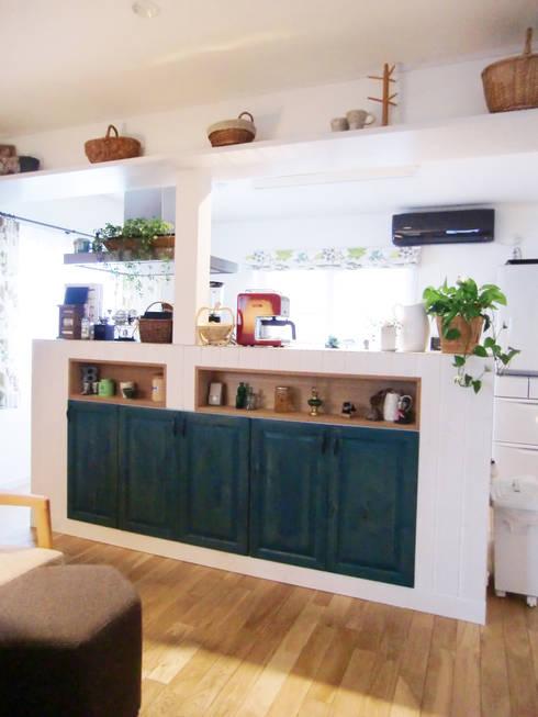 キッチンその1: 株式会社TERRAデザインが手掛けたキッチンです。