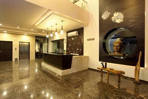 Hotel The Grand Daksh: modern Living room by RUST the design studio