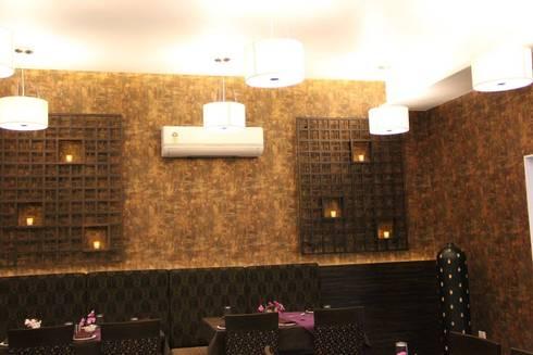 Hotel The Grand Daksh: modern Dining room by RUST the design studio