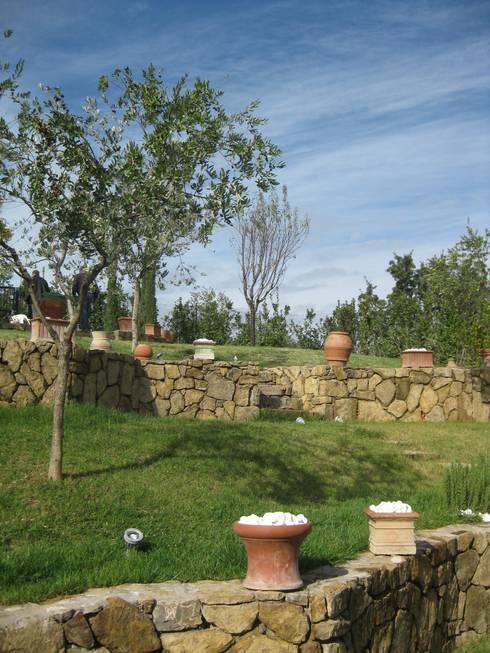 Giardino in toscana la campagna in giardino il giardino in campagna di studio moraldi homify - Giardino di campagna ...