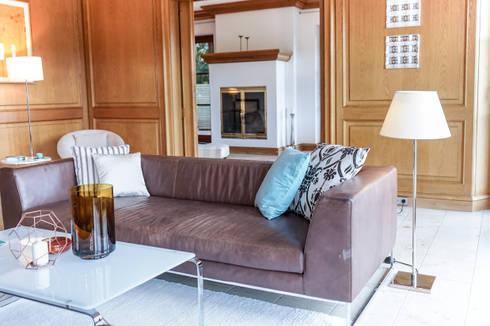 Staging einer Villa zum Verkauf: klassische Wohnzimmer von Home Staging Gabriela Überla