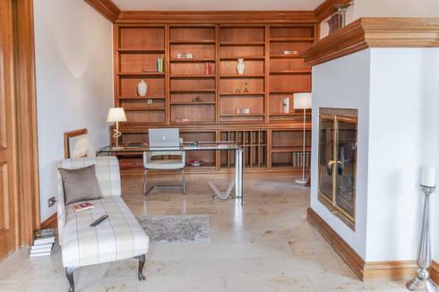 Staging einer Villa zum Verkauf: klassische Arbeitszimmer von Home Staging Gabriela Überla