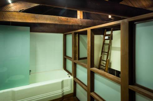 Vista a primera planta: Baños de estilo moderno por SDHR Arquitectura