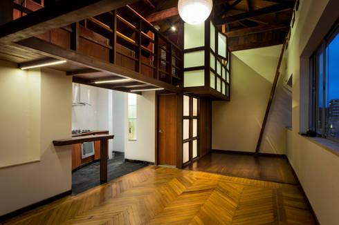 Escalera: Estudios y despachos de estilo moderno por SDHR Arquitectura