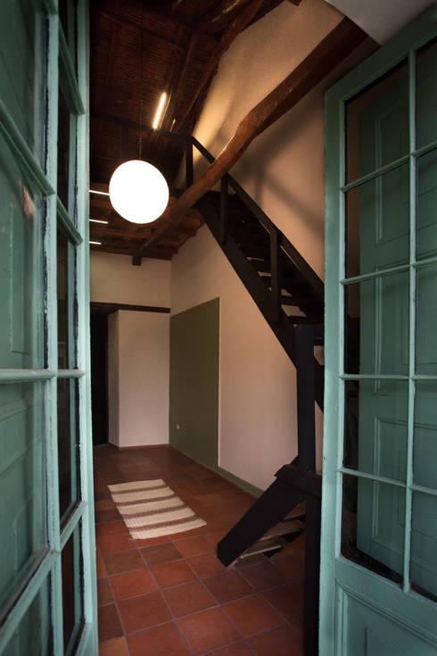 Ventanas: Oficinas y Tiendas de estilo  por SDHR Arquitectura