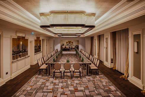 Hotel Bristol, a Luxury Collection Hotel, Warsaw: Salas de multimédia  por Ferreira de Sá