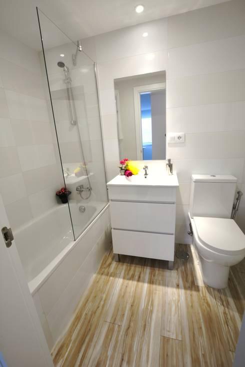 Baño 2 Después:  de estilo  de Ya Home Staging