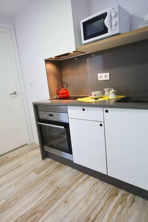 Cocina Después:  de estilo  de Ya Home Staging