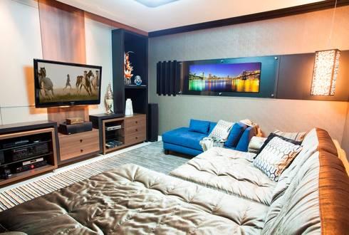 Home Theater: Salas multimídia modernas por Lima.Ramos.Lombardi Arquitetos Associados