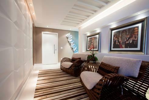 Hall de entrada / circulação: Corredores e halls de entrada  por Lima.Ramos.Lombardi Arquitetos Associados