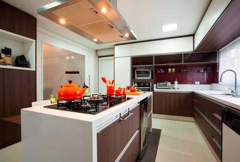 Cozinha Gourmet: Cozinhas modernas por Lima.Ramos.Lombardi Arquitetos Associados