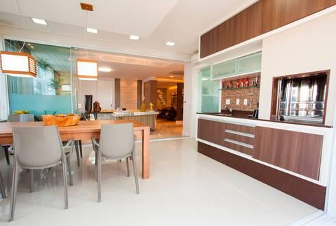 Churrasqueira: Salas de jantar modernas por Lima.Ramos.Lombardi Arquitetos Associados