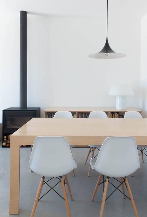 Casa GL: Salas de jantar minimalistas por Estudio ODS
