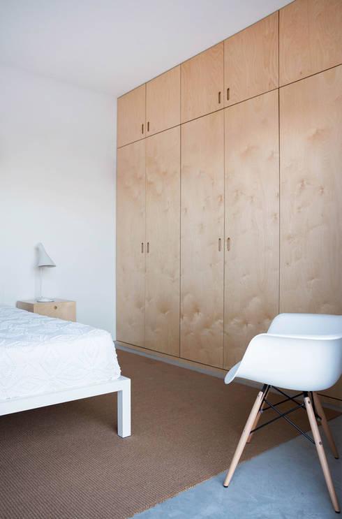 Casa GL: Quartos minimalistas por Estudio ODS