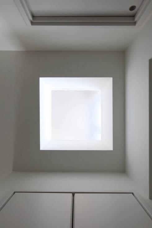 明かり窓: atelier mが手掛けた廊下 & 玄関です。