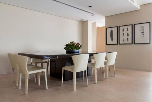OPEN HOUSE | ANTHONY E JULIANA: Sala de jantar  por Casa de Valentina