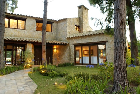 PROJ, ARQ. MARIA CRISTINA RINALDI: Casas rústicas por BRAESCHER FOTOGRAFIA
