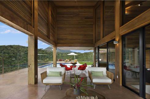 Casa da Montanha 5: Casas rústicas por David Guerra Arquitetura e Interiores