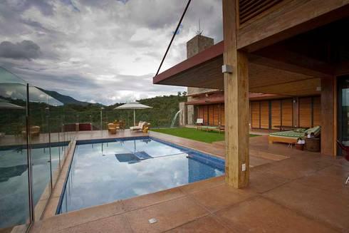 Casa da Montanha 6: Casas rústicas por David Guerra Arquitetura e Interiores