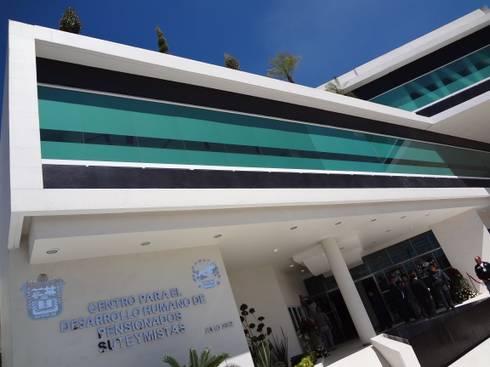 CENTRO DE JUBILADOS Y PENSIONADOS DEL SERVICIO PÚBLICO: Casas de estilo minimalista por AR+D arquitectos