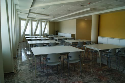 CENTRO DE JUBILADOS Y PENSIONADOS DEL SERVICIO PÚBLICO: Estudios y oficinas de estilo minimalista por AR+D arquitectos