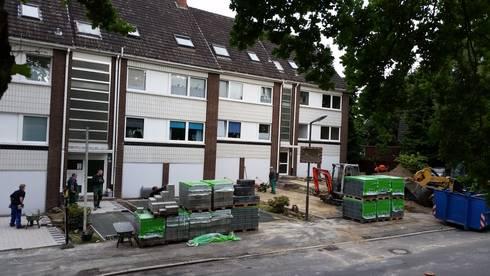 Neupflasterung von Parkplatzflächen: moderne Häuser von Garten- und Landschaftsbau Gartenservice Schwanewede