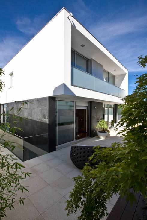 Casa A.F.   atelier d'arquitectura J. A. Lopes da Costa: Terraços  por Atelier Lopes da Costa