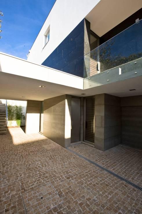 Casa A.F.   atelier d'arquitectura J. A. Lopes da Costa: Casas modernas por Atelier Lopes da Costa