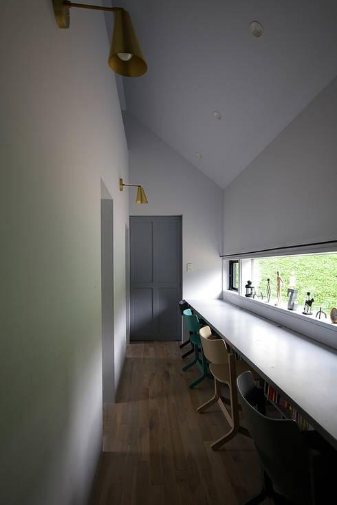 スタディールーム: 小林良孝建築事務所が手掛けた子供部屋です。