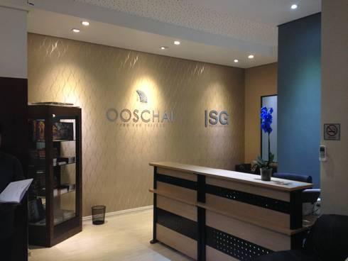 Escritório OOSCHAI - Brasil: Espaços comerciais  por Dunder Koch Arquitetura