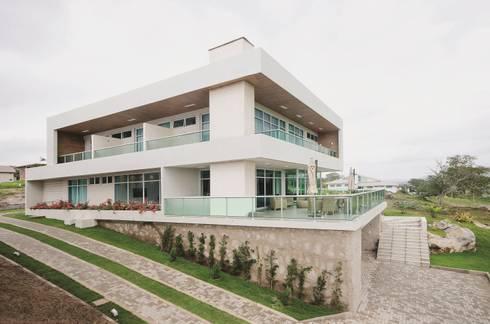 Fachada Lateral: Casas modernas por Fábrica Arquitetura