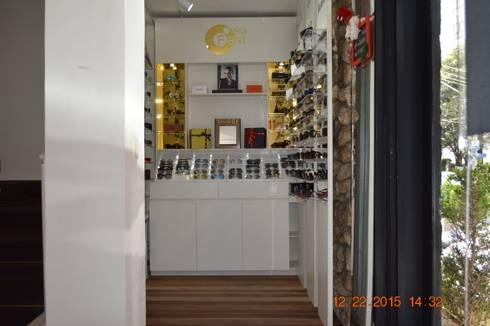 Ótica Fast: Lojas e imóveis comerciais  por Fabiana Rosello Arquitetura e Interiores