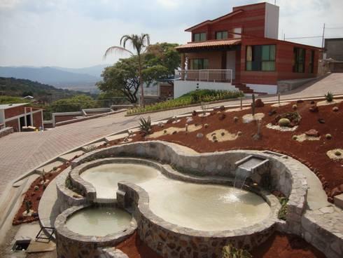 CONJUNTO LA LOMA: Jardines de estilo rústico por AR+D arquitectos