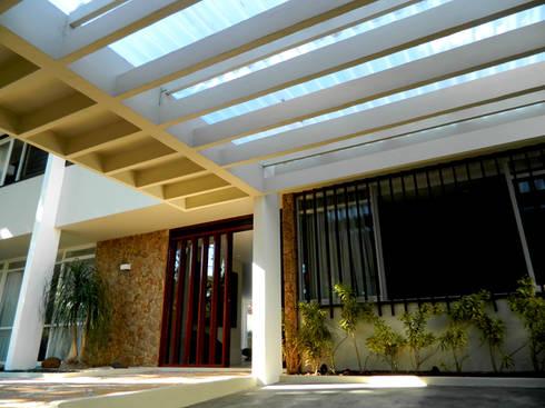 Residência 500m²: Casas modernas por Fabiana Rosello Arquitetura e Interiores