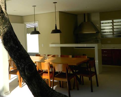 Residência 500m²: Terraços  por Fabiana Rosello Arquitetura e Interiores