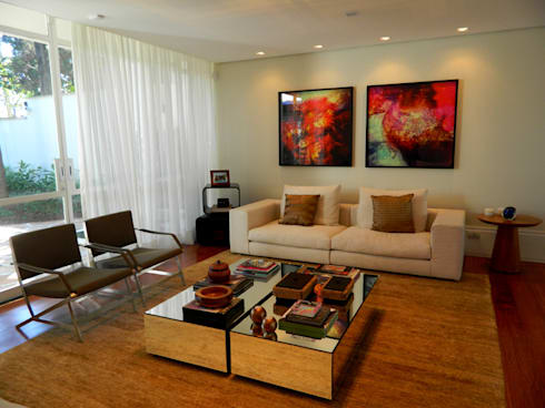 Residência 500m²: Salas de estar modernas por Fabiana Rosello Arquitetura e Interiores