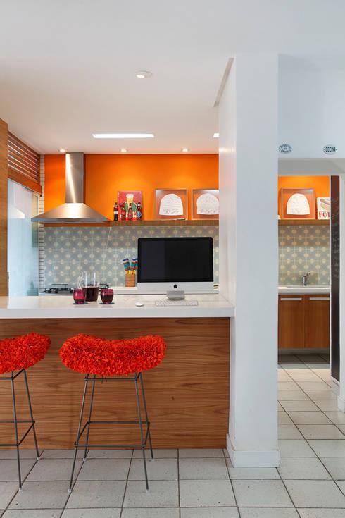 Residência Jardim Botânico 02 - Cozinha Gourmet: Cozinhas modernas por Adoro Arquitetura