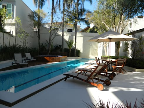 Residência 500m²: Piscinas modernas por Fabiana Rosello Arquitetura e Interiores