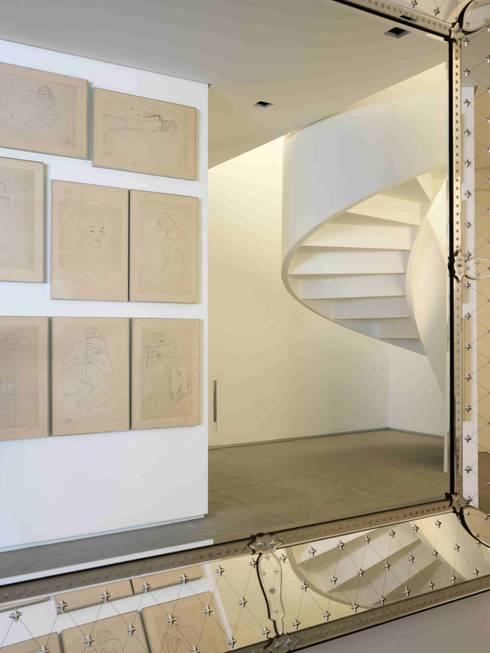 Apartamento Vila Nova Conceição 1: Corredores e halls de entrada  por Antônio Ferreira Junior e Mário Celso Bernardes