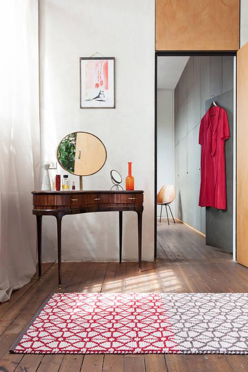 Paredes y pisos de estilo moderno por Ámbar Muebles