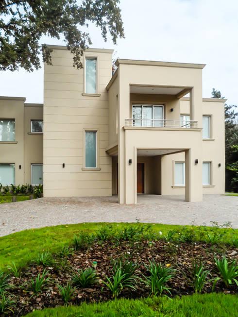 MACERI HOUSE: Casas de estilo  por Carbone Fernandez Arquitectos
