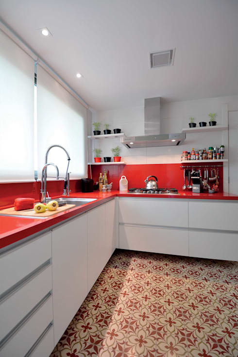Morar e receber bem: Cozinhas modernas por Marcelo Minuscoli - Projetos Personalizados