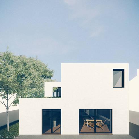 Casa em Fernão Ferro: Casas modernas por Tapada arquitectos
