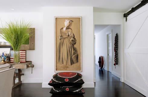 Casa em Sonoma, California: Salas de estar ecléticas por Antonio Martins Interior Design Inc